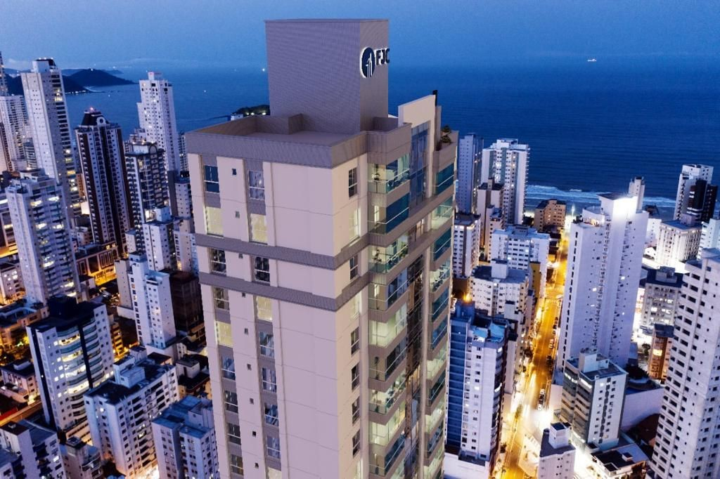 Apartamento no Edifício Ópera Garnier em Balneário Camboriú SC.