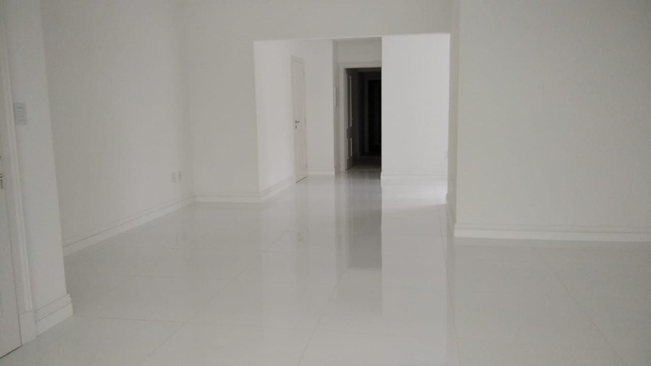 Apartamento no Edifício Vale Dourado em Balneário Camboriú - SC