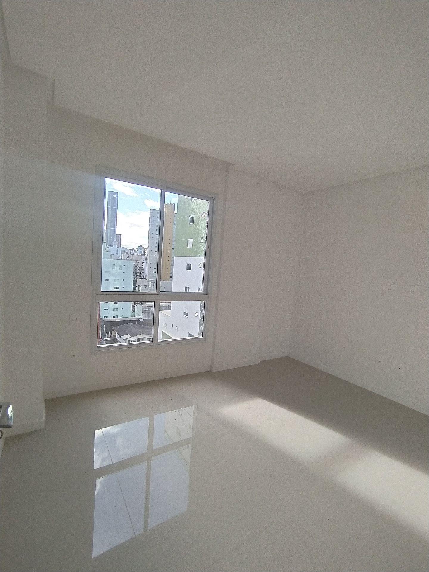 Apartamento novo no Edifício Barcelona Garden no centro de Balneário Camboriú, 3 suítes e 3 vagas de garagem